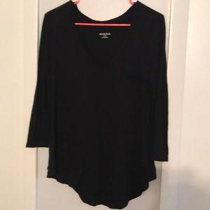 3/4 sleeve v neck shirt